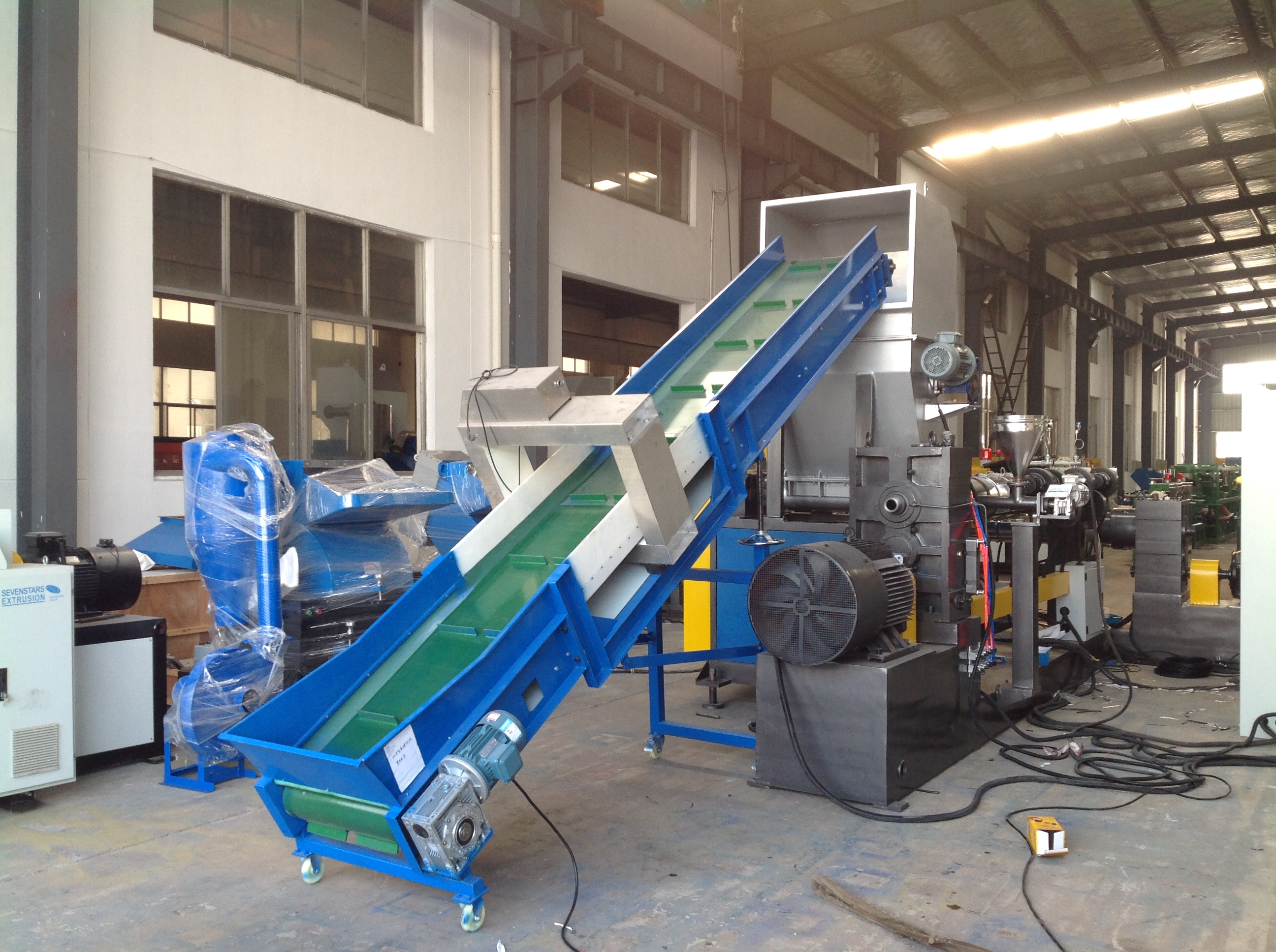 Double stage side force feeder pelletizing machine1.jpg
