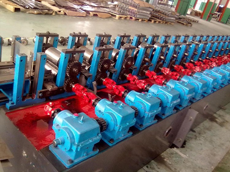 How Storage Shelf Cold Roll Forming machine works