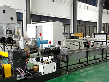 Double stage noodle cutting way pelletizing machine side force feeder.jpg