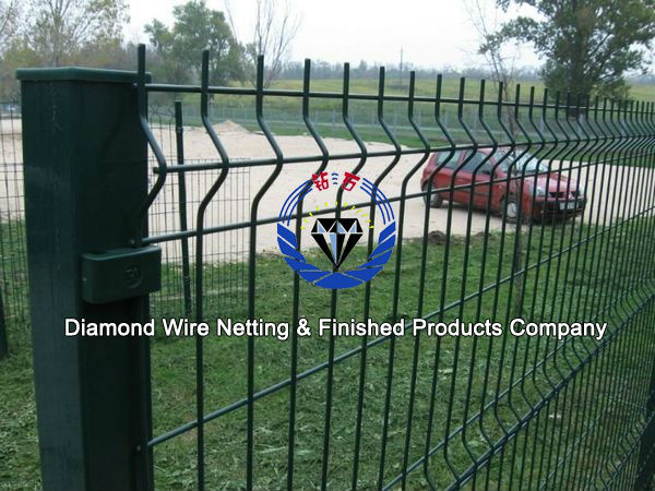 powder Coated welded wire mesh fence with square post