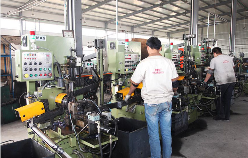 Inner ring and out ring lathe processing workshop