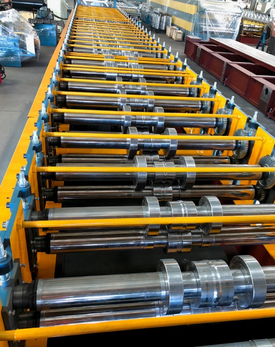 Zhongyuan floor deck roll forming machine